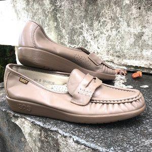 SAS beige comfort loafers women's 6.5